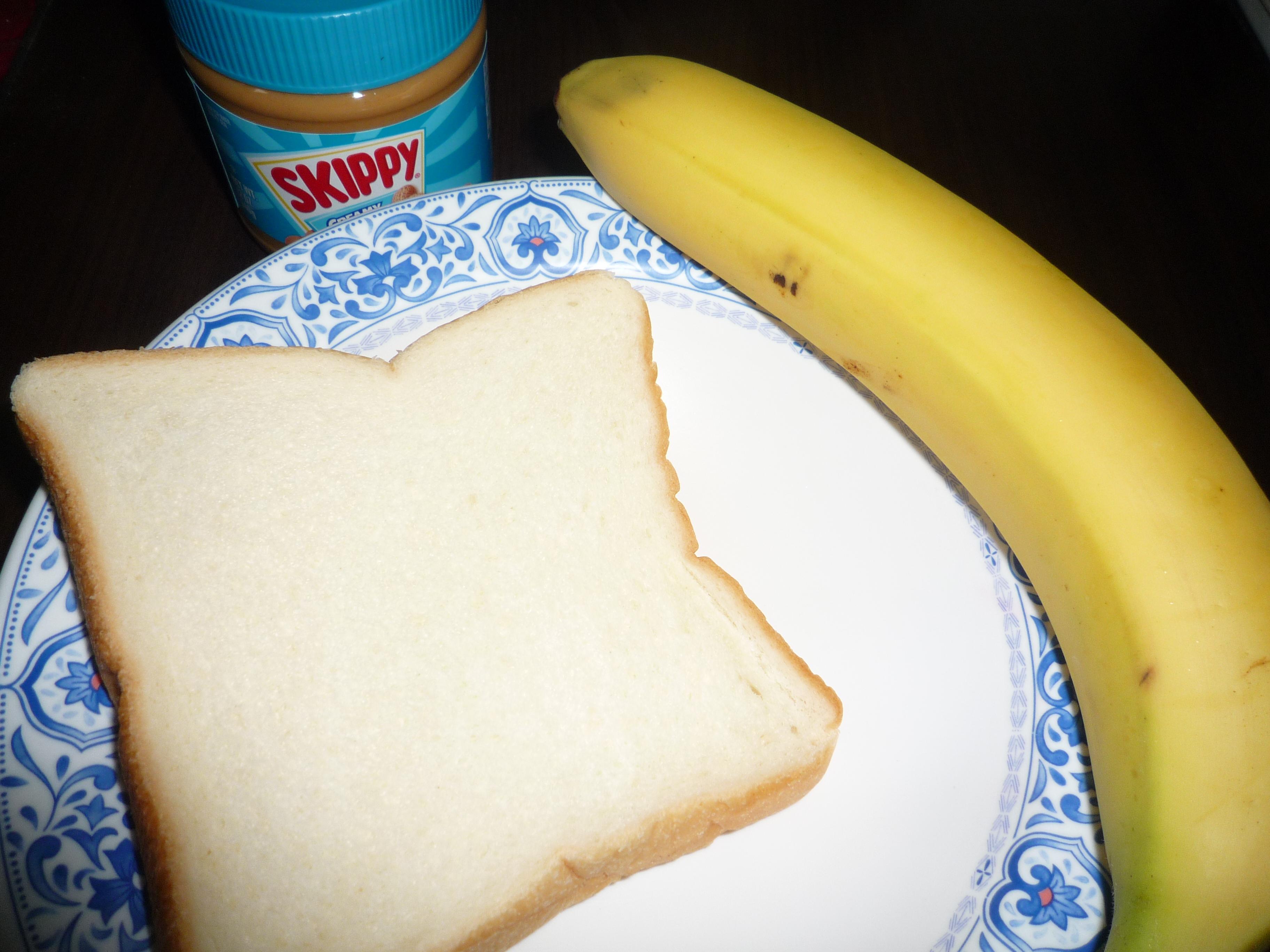 ピーナッツバターとバナナのせトースト